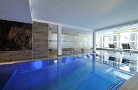 Indoor Pool im Sunnsait Spa in Maria Alm