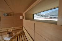 Von der Sauna aus den Skifahrern auf der Piste zusehen - Appartements in Maria Alm