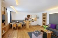 Viel Platz in Küche und Wohnzimmer im Appartementhaus in Maria Alm