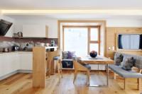 Küche mit gemütlicher Sitzecke in Maria Alm