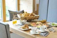 Frühstückstisch im Appartement im Pinzgau